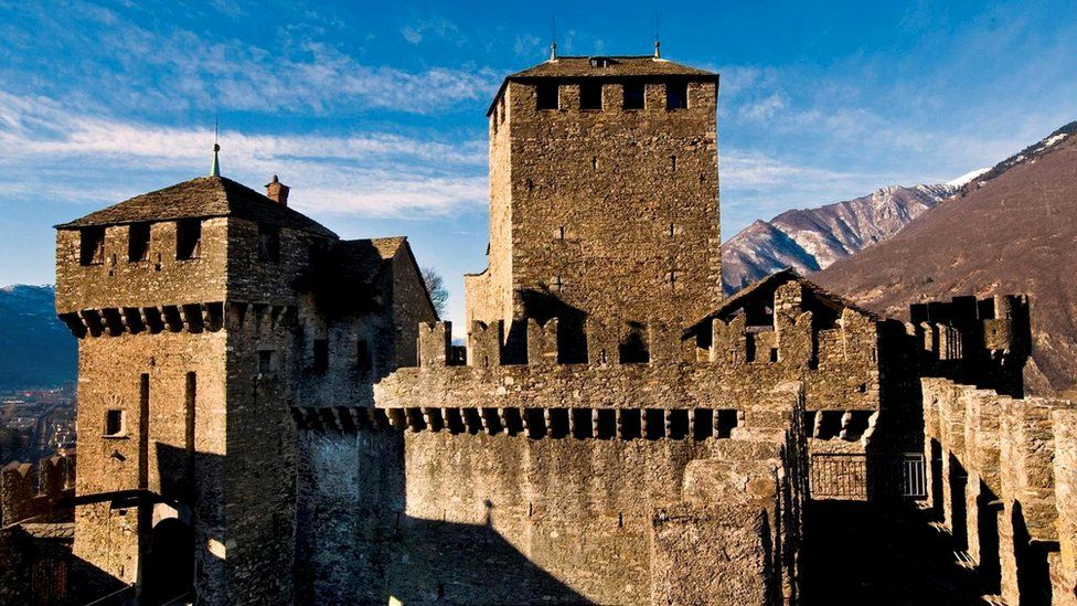 Крепостные стены Беллицоны - свидетели старых битв за контроль над Тичино